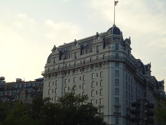 Willard InterContinental Washington: Located at Pennsylvania Avenue, this is impressive building.