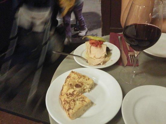 Bodega La Palma: Tortilla et pavé de thon à l'huile d'olive
