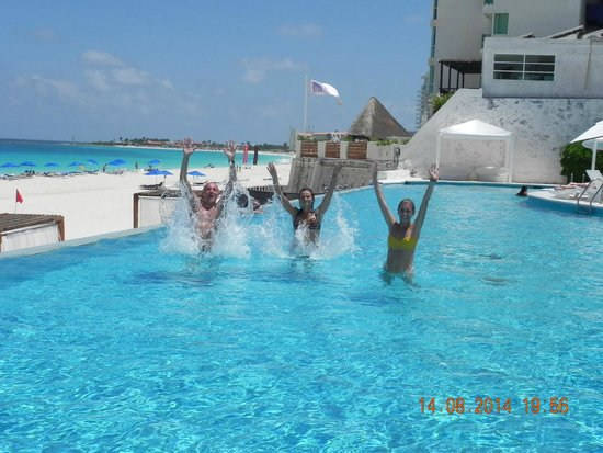 Bel Air Collection Resort & Spa Cancun: giochi in piscina