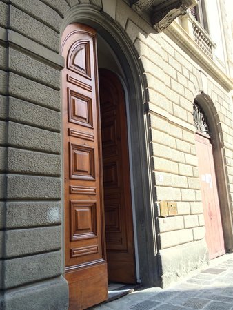 1865 Residenza d'epoca : entrance to the building