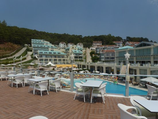 Orka Sunlife Hotel: Up on the Milky Way bar looking back at pool and hotel