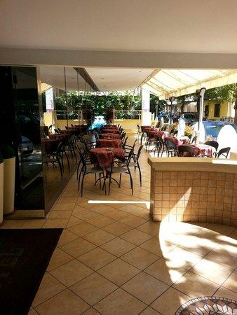 Hotel Helvetia : Distesa esterna