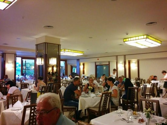 Theartemis Palace Hotel: Main dining room