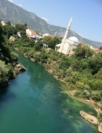 Neretva River: rio e composicao perfeita