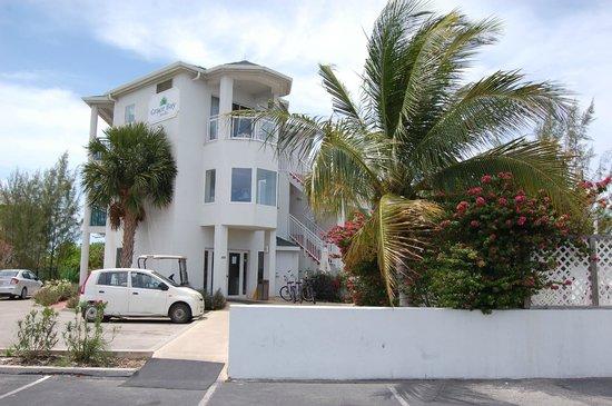 Grace Bay Suites : Hotel y aparcamiento
