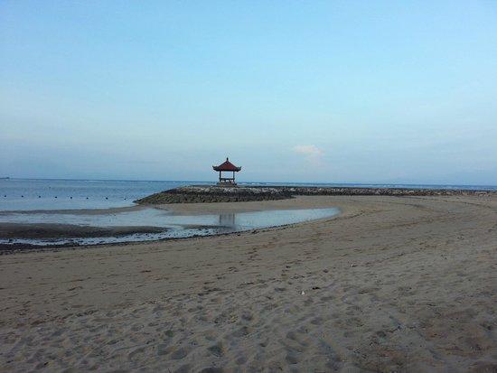 Bali Tropic Resort and Spa: plage l'après-midi