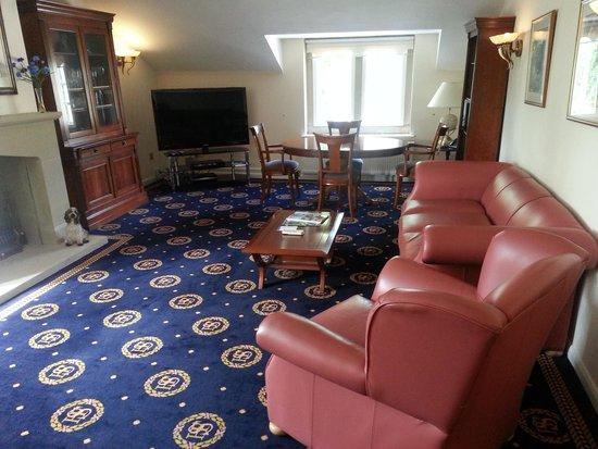 Santo's Higham Farm Hotel: Chairman's suite lounge