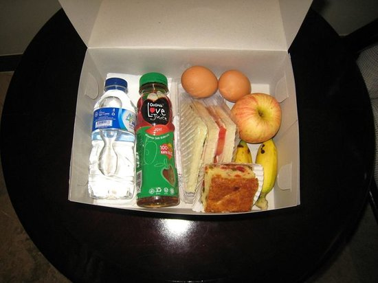 Discovery Kartika Plaza Hotel: Breakfast Box!