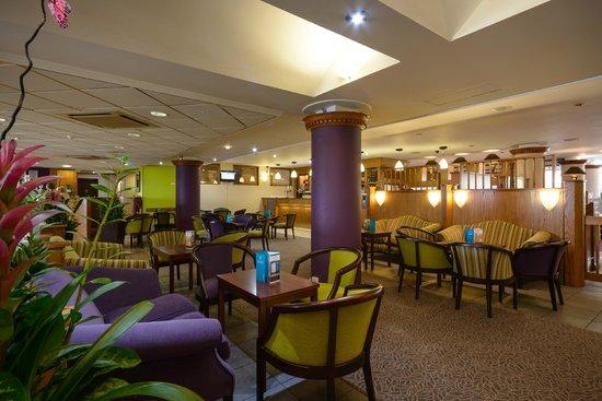 Cedar Court Hotel Huddersfield/Halifax: Bar/Lounge Area