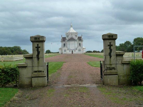 Necropole Nationale Francaise de Notre-Dame de Lorette: Mémorial international de Notre-Dame-de-Lorette