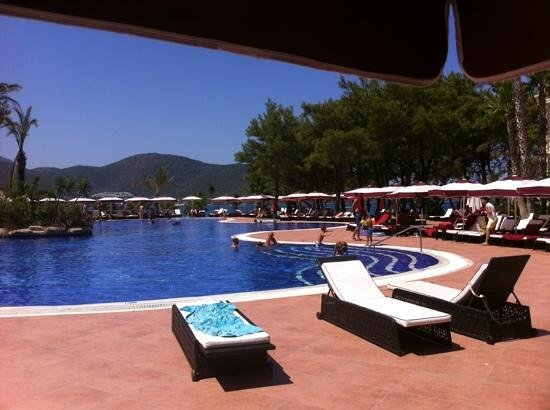 Vogue Hotel: sun beds everywhere