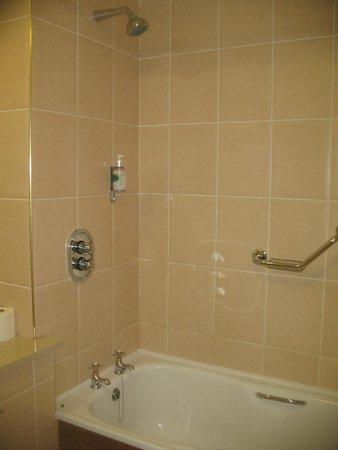 Ambassador Hotel & Health Club Cork: Shower