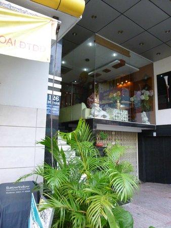 Ava Saigon 2: front of hotel