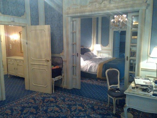 Hotel Imperial Vienna: Sitting Room to Bedroom