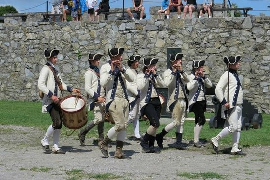 Fort Ticonderoga : The musicians performing in the courtyard