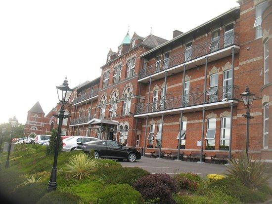 Ambassador Hotel & Health Club Cork: Front of the hotel