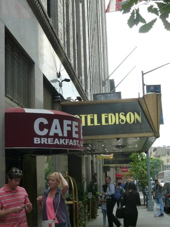 Hotel Edison Times Square : Outside front entrance