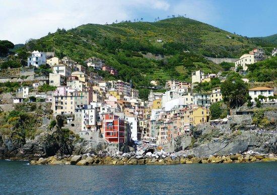 Cinqueterre Residence: Arriving at Riomaggiore from Porto Venere