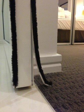 Hilton Surfers Paradise Hotel: Broken seal