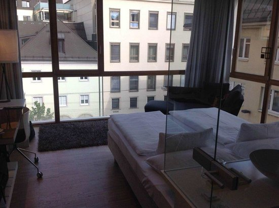 Hotel am Domplatz: Bedroom and View