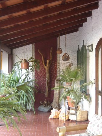 Hotel La Candela: Observen el Cristo en madera.