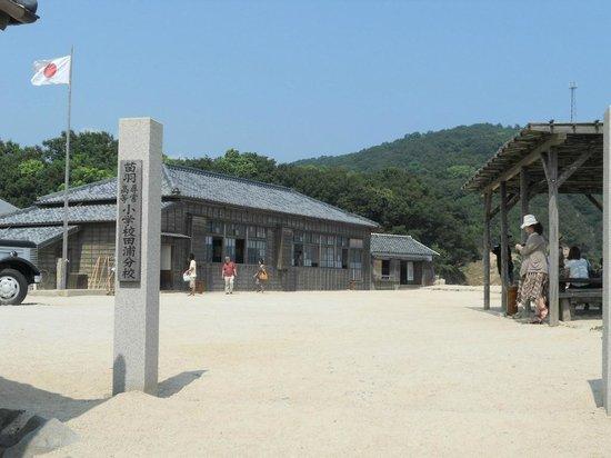 Movie Village of 24-no-Hitomi: 分校のセット