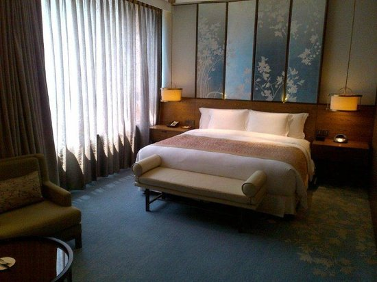 Twelve at Hengshan, a Luxury Collection Hotel, Shanghai : Bed and lovely head board