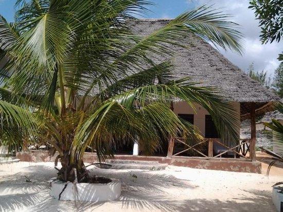 Mbuyuni Beach Village: our bungalow