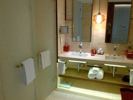 Twelve at Hengshan, a Luxury Collection Hotel, Shanghai : Bathroom
