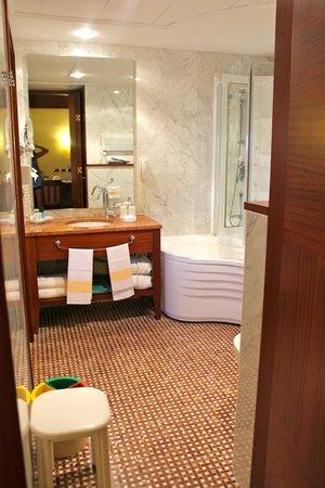 BEST WESTERN Hotel Nazionale: вход в ванную комнату с корридора