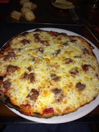 La Lluna: Pizza de carne y salsa barbacoa