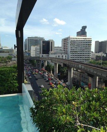 VIE Hotel Bangkok, MGallery by Sofitel: vista dalla piscina