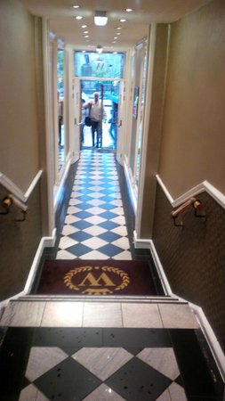 The Old Waverley Hotel: Entrance