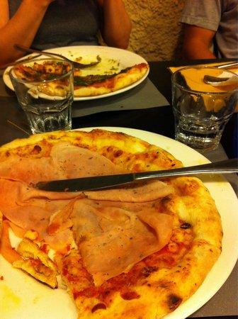 Aristide : Ham pizza & pesto pizza