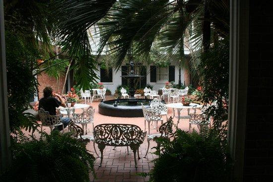 Hotel Provincial : Court Yard