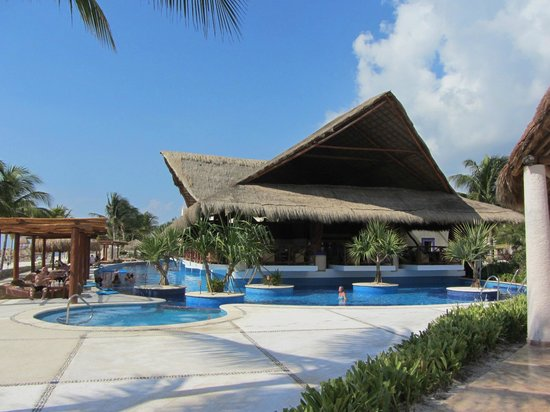 Excellence Riviera Cancun : Lobster Grill yards from beach...