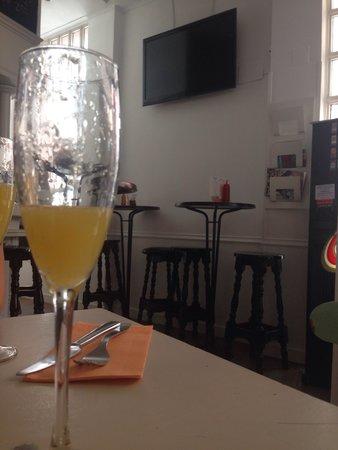 Carmencita Bar: The Mimosas last just enough...