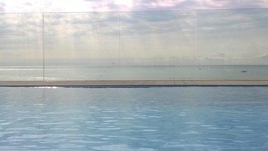 Hotel Monaco : piscina sul tetto