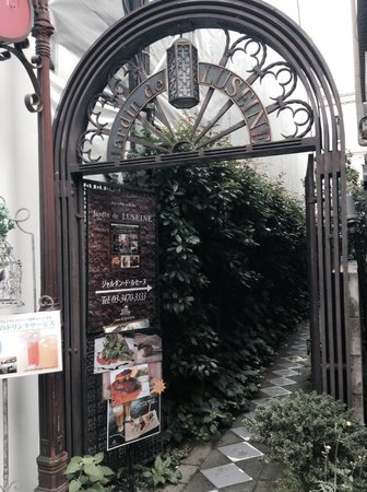Harajuku Takeshita-dori: 竹下通りで、小道発見!