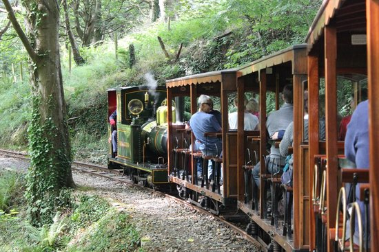 Groudle Glen Railway: The gentle downhill gradient amongst the trees