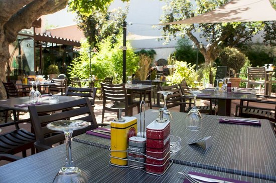 Terrasse restaurant c t jardin picture of hotel de for Restaurant paris terrasse jardin