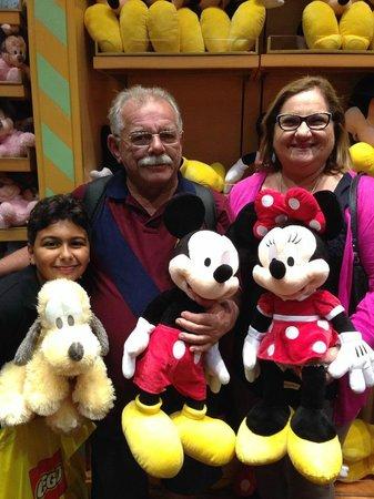 Disney Springs: Vovó Rosa e vovô Fernandes com Neto Izac