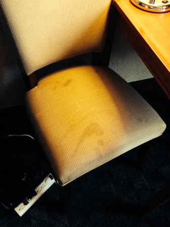Quality Inn & Suites Montebello : Cadeira suja