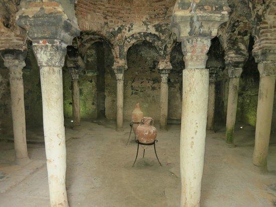 Banys Arabs (Arab Baths): Бани