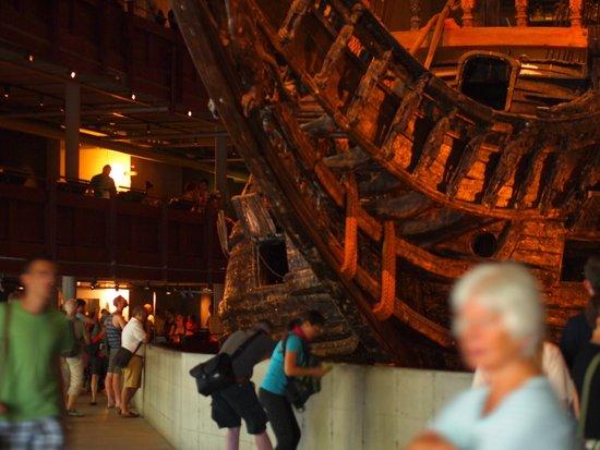 Musée Vasa : 3階建ての建物くらいの大きな船