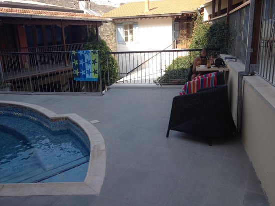 The Library Hotel Wellness Retreat: Relaxing but small pool area