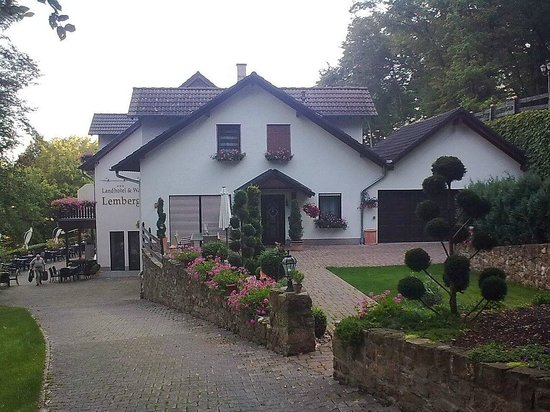 Landhotel Lembergblick: Blick auf das Hotel
