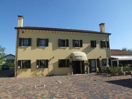Venice Resort: Front view