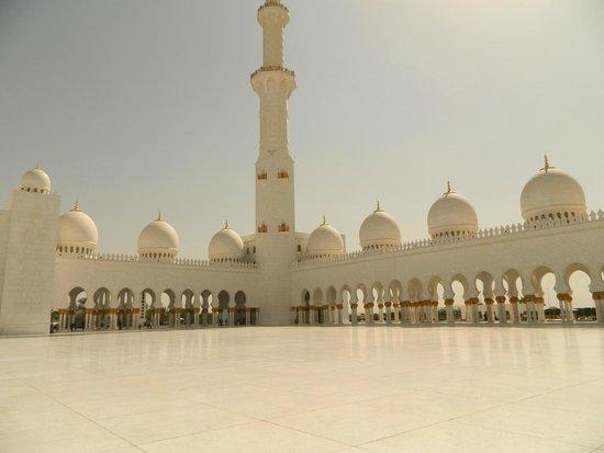 Arabian Adventures: Sheyk Zayed Mosque