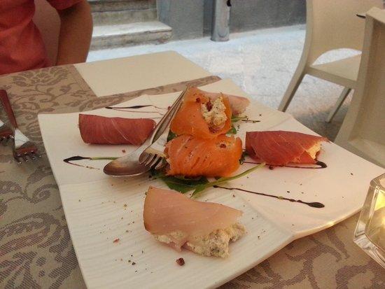 TENTAZIONI DI GUSTO : Antipasto: involtini di pesce spada, salmone e tonno